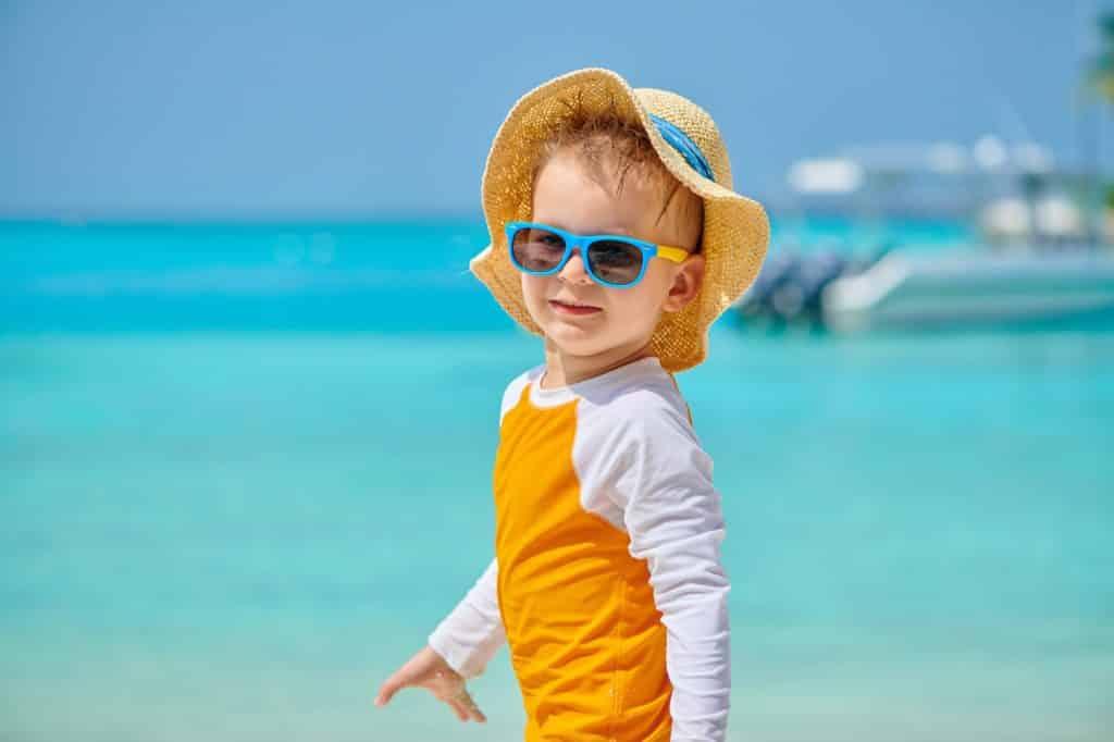 Wetzlich Präzision GmbH | Presse | Bei Sonne bestens geschützt: Neben der Sonnencreme gehört auch die Sonnenbrille zur Grundausstattung für Kinder.